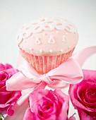 Rosa Cupcake mit Zuckerdeko