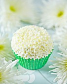 An elderflower cupcake