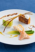 Glattbutt mit Kaisergranat, Minilauch und Paprika-Confit, Restaurant Ar Men Du, Bretagne, Frankreich
