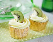 Fruity cupcakes with kiwi cream and kiwis