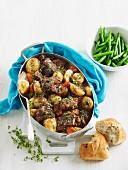 Geschmortes Rindfleisch mit Babykartoffeln