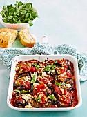 Gefüllte Auberginenröllchen mit Tomatensauce