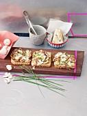 Gartinated mushrooms on toast