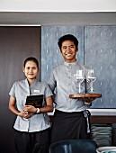 Servicepersonal in Schiffsrestaurant der Aqua Mekong