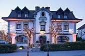 Das edle Restaurant Hotel de Ville von außen, Schweiz