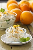 Orange and mint syllabub (Traditionelles Dessert, England)