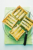 Green and white asparagus tart
