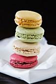 Macaron-Türmchen in vier Farben