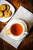Teetasse und Plätzchen
