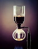 Making coffee with a coffee siphon