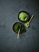 Chlorella algae powder and barley grass powder