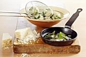 Spinatknödel mit Salbeibutter & Parmesan