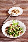 Steirischer Vogerlsalat (Feldsalat mit Speck und Brotwürfel)