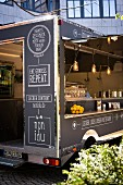 Food Truck in der Stadt (Ausschnitt)