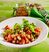 Tomato and lettuce salad with diced escalope