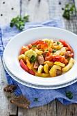 Ungarisches Letscho mit Gemüse und Wurst
