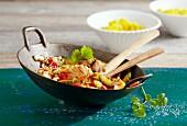 Dorsch mit Gemüse aus dem Wok (Asien)