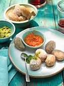 Papas arrugadas mit mojo verde und mojo rojo (salted potatoes with sauces, Canary Islands)
