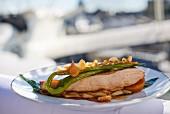 Guinea fowl with green beans
