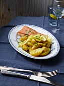 Salmon fillet with lemon potatoes