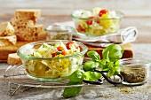 Farfalle-Salat mit Minimozzarella und Kirschtomaten
