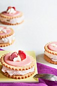 Biscuit sandwiches with rhubarb cream