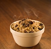 Steaming porridge with raisins (USA)
