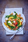 Pasta salad with rocket and goat's cheese