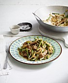 Stir-fried beef with green beans and mung bean sprouts