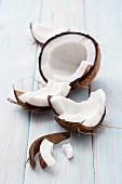 Kokosnuss, aufgeschlagen
