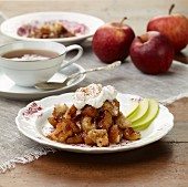 Apple Brown Betty (Apfeldessert, USA)