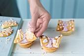 Schmetterlings-Cupcakes verzieren