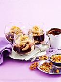 Trifle mit salziger Erdnussbutter, Schokoladensauce und Salzbrezeln