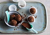 Tea truffles with vanilla and cocoa