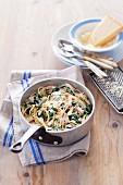 Spaghetti Carbonara mit Hähnchen und Spinat