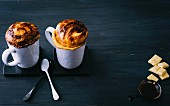 Mug cakes with white and dark chocolate