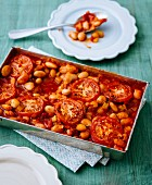 Gratinated broad beans with tomato sauce