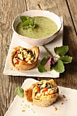 Toast bowls with spinach, tomatoes, pigweed and feta cheese, and courgette soup with herbs