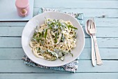 Quick pasta with a creamy rocket and cheese sauce