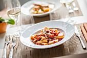 Paccheri all'amatriciana (Nudeln mit Speck und Chili, Italien)