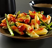 Penne pasta a pepper sauce and green asparagus