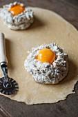 Ravioli mit Pilz-Ricotta-Füllung und Eidotter zubereiten