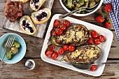 Gefüllte Auberginen, Kartoffelsalat, Baguette-Häppchen & Schokokuchen