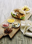 Pulled Pork Burger und Pellkartoffel