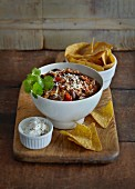 Chili con carne and tortillas