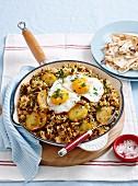 Reispfanne mit Lammhackfleisch, Bratkartoffel und Spiegelei