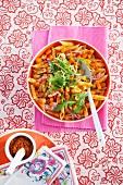 Herbstliches Nudelgericht mit Kürbis und Champignons