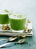 Pea soup with cashew nuts
