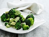 Broccoli with avocado and sesame seeds