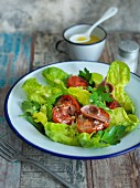 Kopfsalat mit Anchovis und getrockneten Tomaten